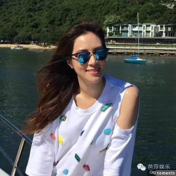 她14歲出道,才15歲就被富商猛追,禮金是10億大紅包跟豪華遊艇,如今她的生活讓人羨慕到讓所有人都口