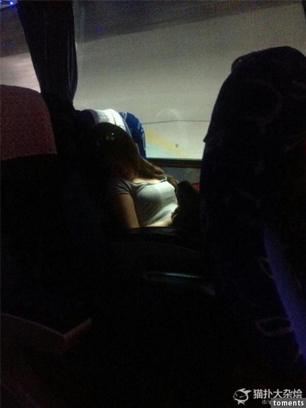 捷運上遇到一個大胸美女,一見鍾情!求網友肉搜,結果看完她私照的男人都開心爆了!!