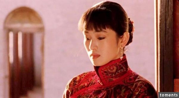 她是實力派性感女星,與張藝謀交往閃分,跟梁家輝激情,還因電影尺度太超過被禁播!如今50歲未婚的她,竟