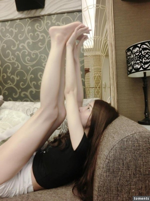 火辣身材的神級正妹Vicky!她「超胸」的哺乳影片曝光後,讓網友全都瘋狂了!真的是太羨慕那個BABY了!!