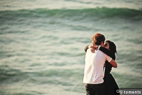 ✅接吻時,男人的手放到哪裡,可以看出他的人品!