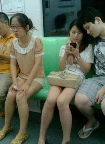 搞笑內涵圖:偽娘碰到了女漢子