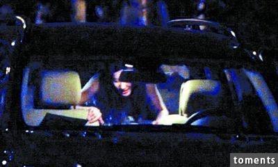 女星玩車震,結束後嘴角竟然還殘留不明液體....果然是藝高人膽大!