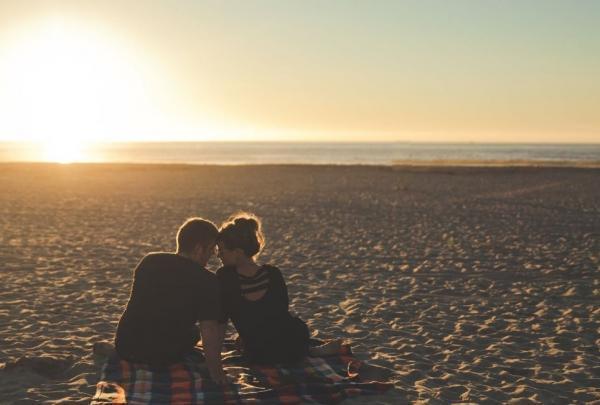 不做「夫妻」也可睡一輩子,不做「情人」也可以手牽手