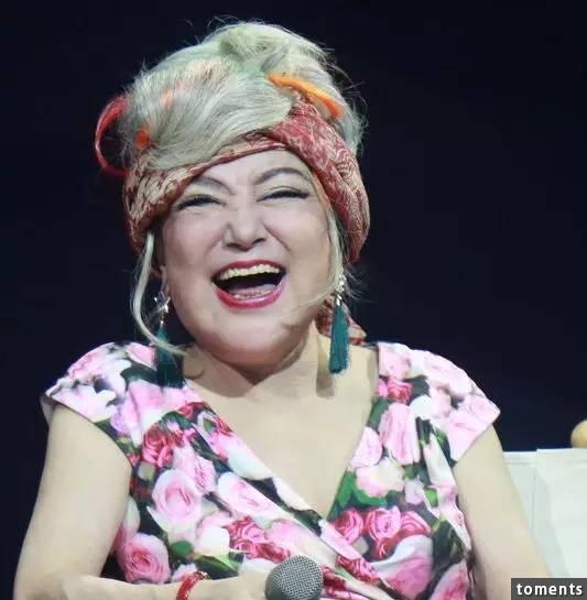 她是當年香港紅極一時的「脫星」,容貌不輸林志玲、舒淇!卻被整形醫生毀容後只能演「鬼」,現在她竟然變成