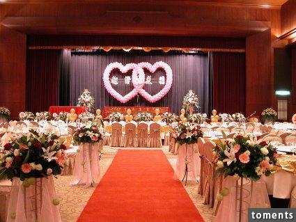 42歲的小馬和34歲的小米要結婚辦喜宴了,喜帖上竟然問:「你不想跟誰坐」沒想到最後爆出...實在太尷