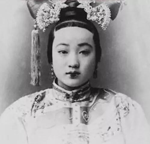 清朝后宫妃嫔那麼丑,原来美女都被王府藏起来了!