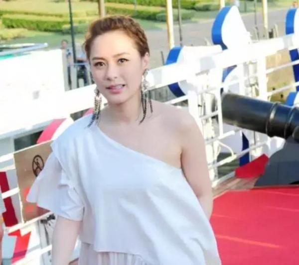 楊紫陳喬恩憑「仙女臂」暴瘦10斤,連楊冪都羨慕到不行!
